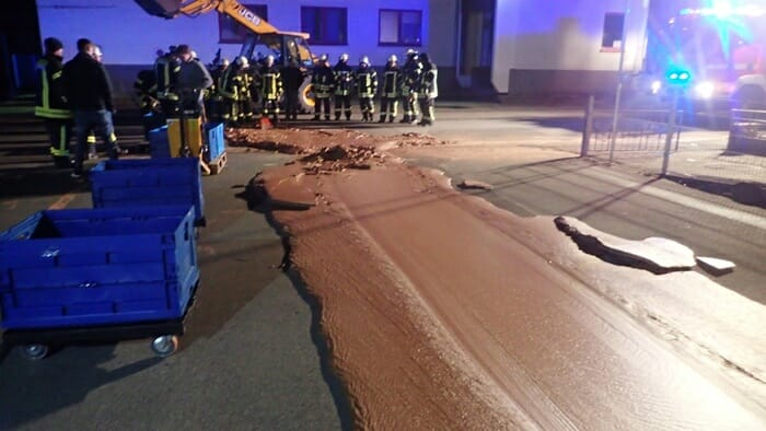 Un delicioso accidente lleno de chocolate las calles de Alemania-NATION