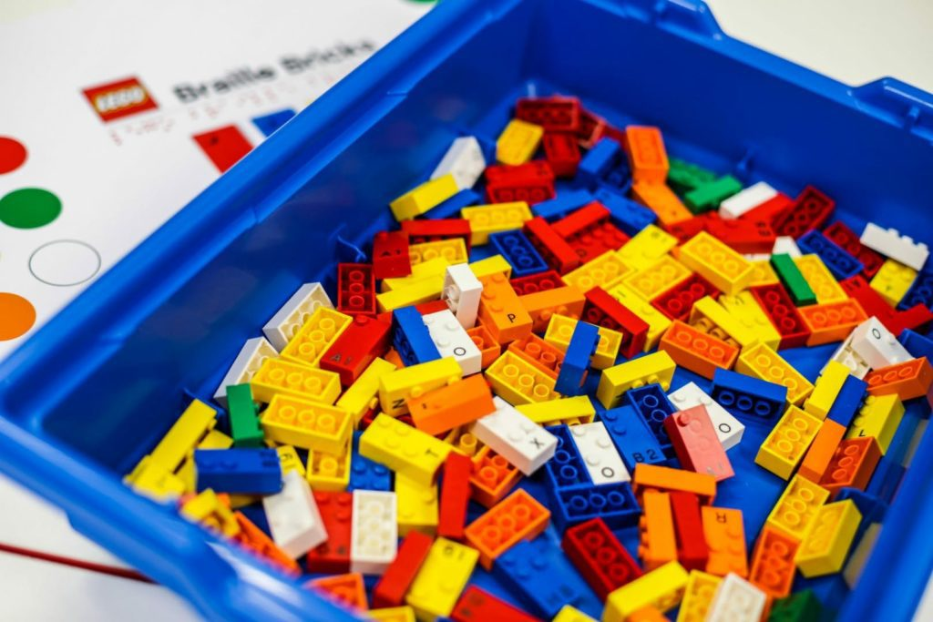 LEGO lanza bloques en braille para niños con impedimentos visuales-NATION